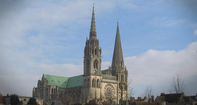Architecture sacrée : Mégalithisme, Khéops, Chartres