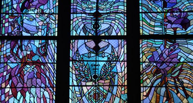 Le vitrail porte du Sacré - aMetz Jean Cocteau décalque l'invisible